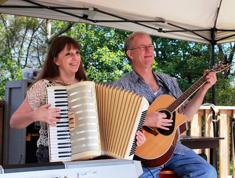 Donna & Andy - accordion and guitar at Upper Clements Park